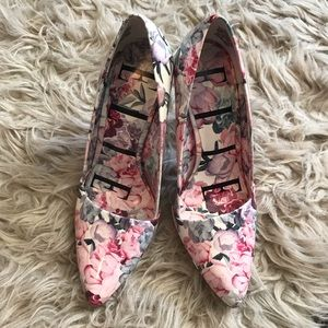 Elle Shoes - Floral Point toe Heels like new size 7 by Elle